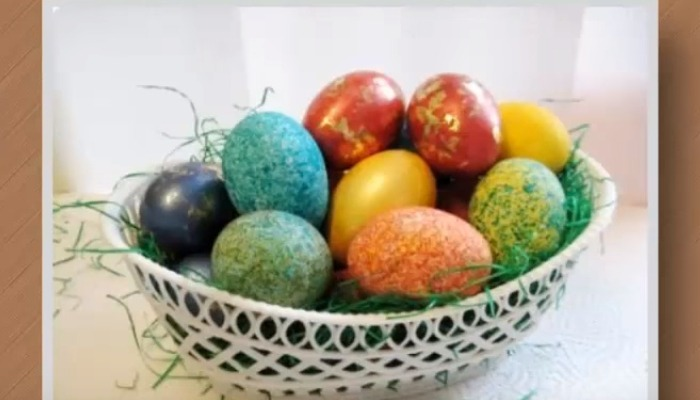 яйца, крашенные цветным рисом