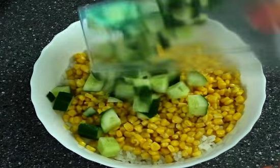 огурец кубиком в салат