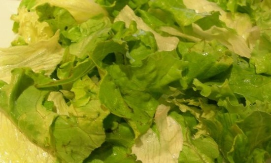 нарвать листья салата