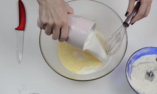 вылить оставшееся молоко