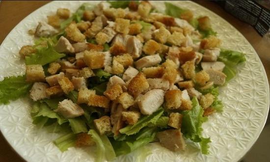 сухарики в салат