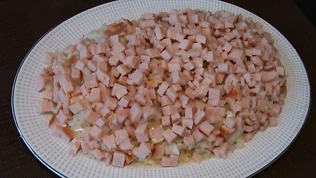 выкладываем салат слоями