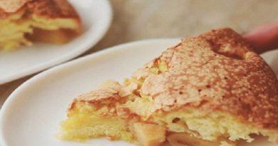 """Пышный пирог """"Шарлотка"""" с яблоками на сметанном тесте. Самые вкусные рецепты"""