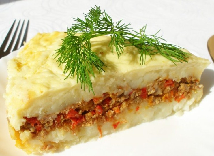 картофельная запеканка с фаршем и овощами