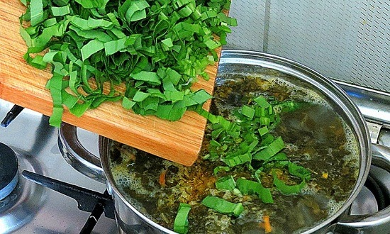 добавить зелень, зажарку из овощей