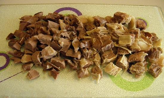 нарезать мясопродукты