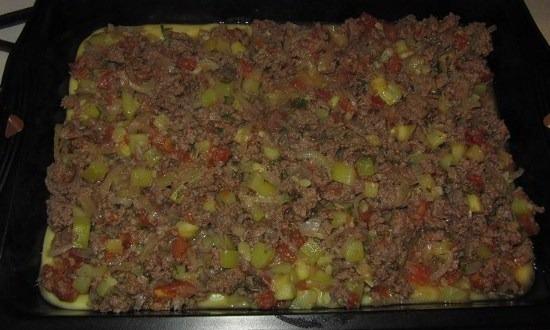 рассыпать овощи с фаршем
