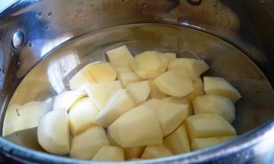 отварить картофель