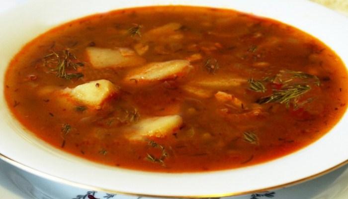 Гороховый суп с курицей и колбасой
