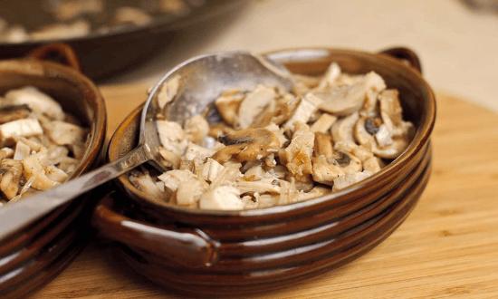 выкладываем грибы