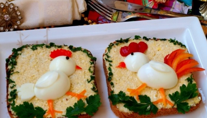 Праздничные бутерброды «Курочка и петушок»
