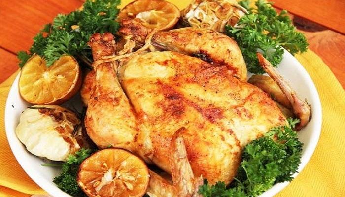 Курица в сметанном соусе с чесноком