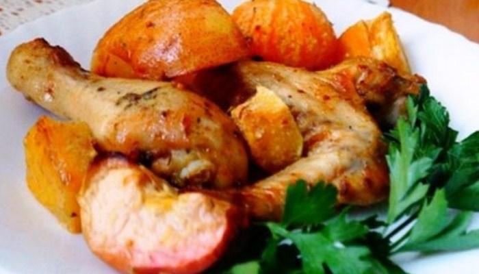 Курица с овощами и фруктами в духовке