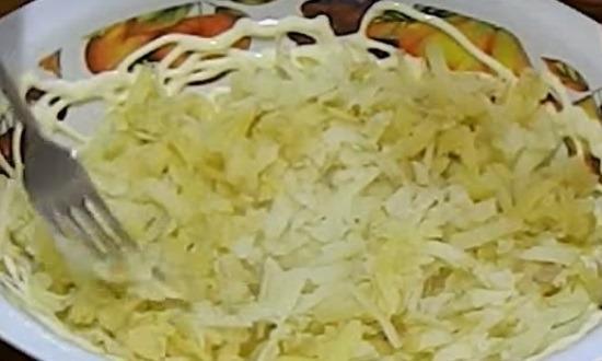 Отварной картофель на крупной тёрке