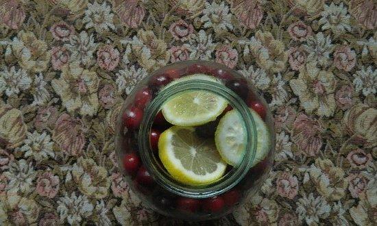 Лимон положили в ягоду