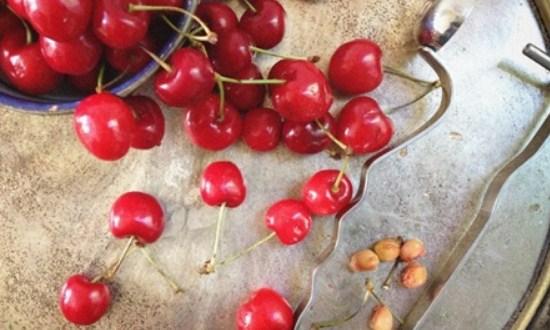 вынуть косточки из вишни
