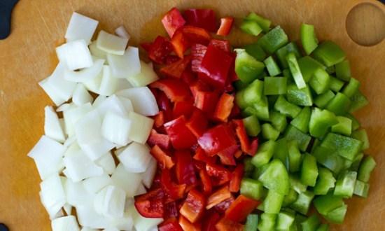 подготовить лук с перцем
