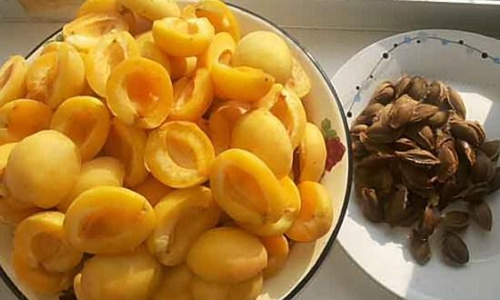 промыть и разрезать фрукты