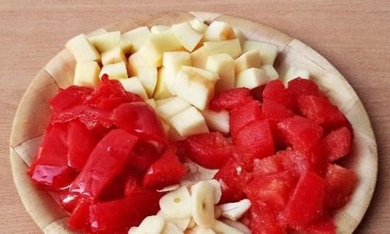подготовить кабачок, чеснок и помидор