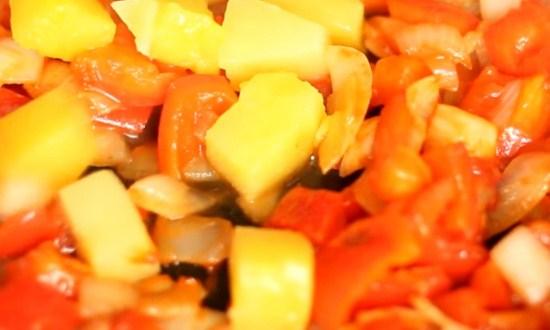 добавить к овощам ананасы