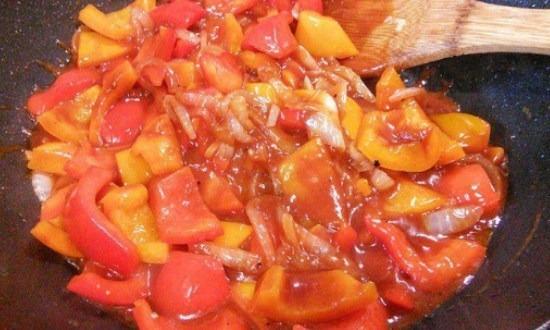 залить овощи соусом