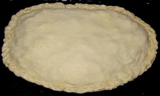 приготовленный для выпекания пирог