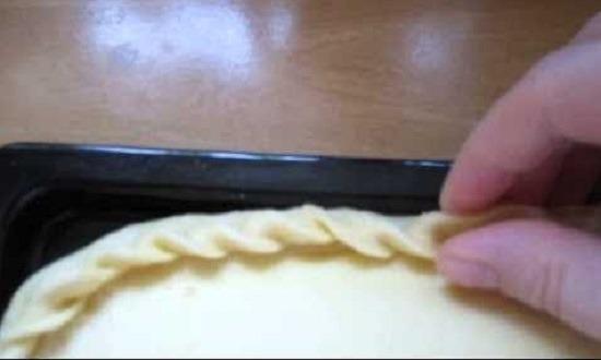 Делаем края пирога