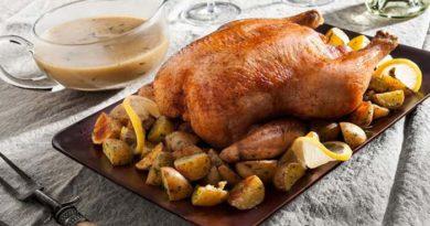 Курица целиком запечённая в духовке на соли