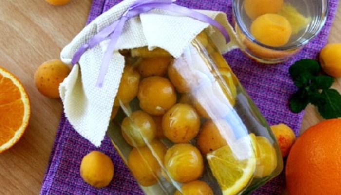 Компот из абрикосов и апельсина в сиропе