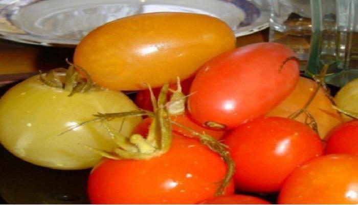 Быстрые малосольные помидоры с зеленью и чесноком