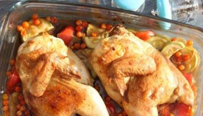 Нежная курица с овощами, запечённая в духовке