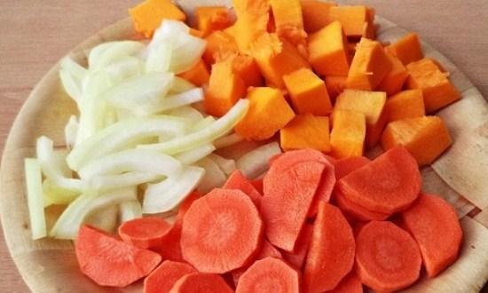 нарезать тыкву, морковь, лук