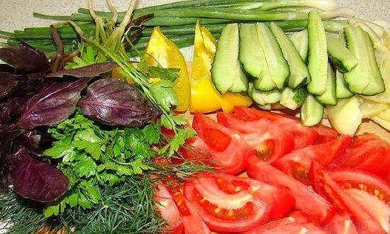 нарезать овощи, фрукты и зелень
