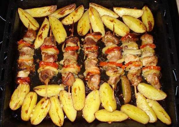 Куриный шашлык с овощами в духовке