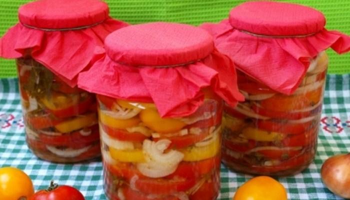 Салат на зиму из томатов с репчатым луком