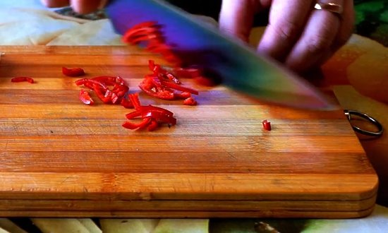 Рубим горький перец