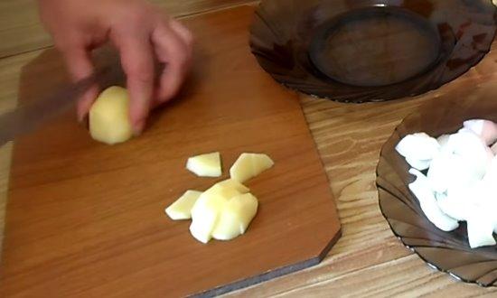 Картофель порежем