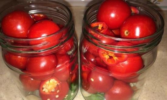 наполнить банки овощами