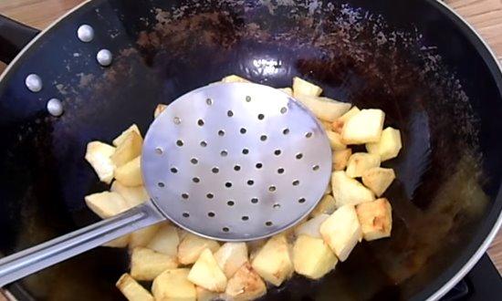 Обжарим картофель