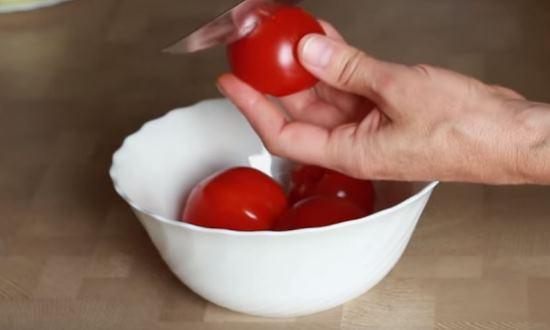 Очистим помидоры