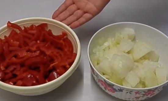 Перец и лук измельчим