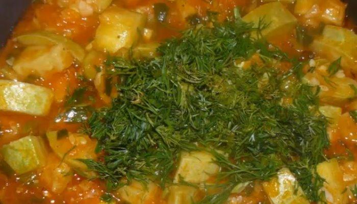 Кабачки тушёные с морковью