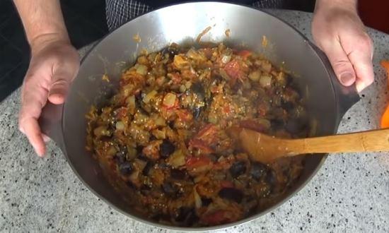 добавляем перец и морковь