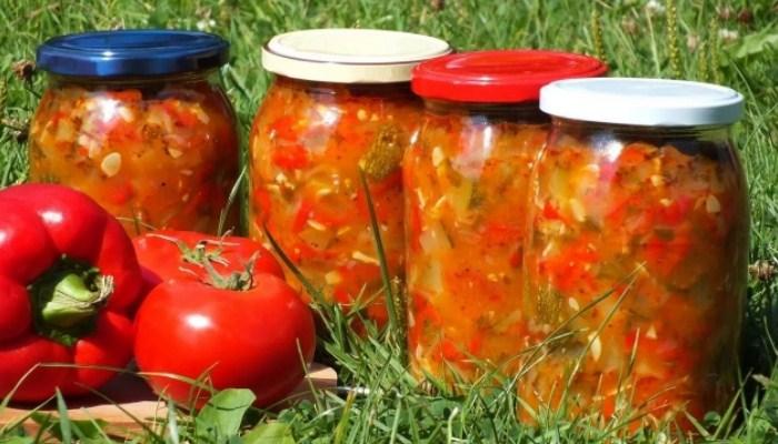 Лечо по - болгарски с добавлением сочных томатов и кабачков