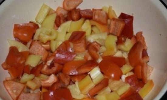 нарезать кубиками перец
