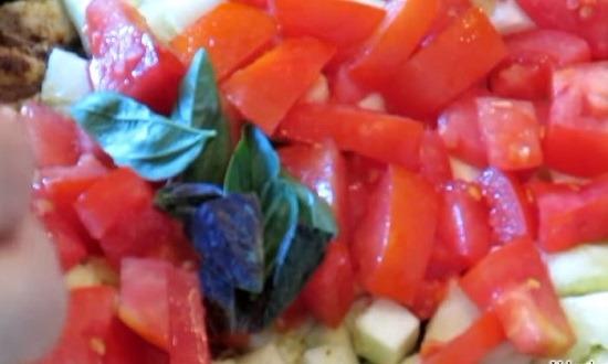 Отправляем помидоры и базилик