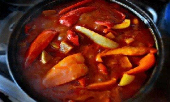 добавить кабачки, потом перец