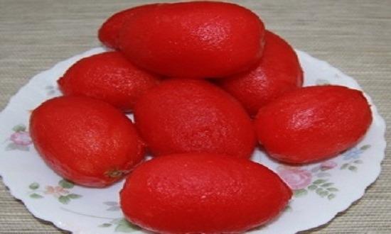 ошпарить помидоры, снять кожицу