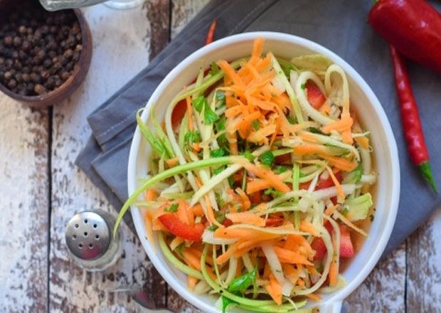 готовый салат в тарелке