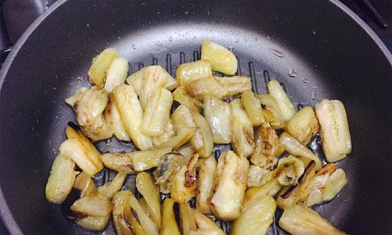 жарим баклажаны в сковороде